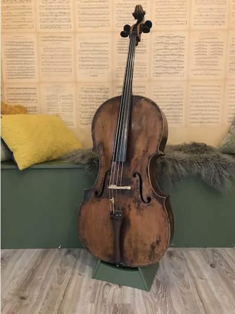 Celloverkoop-oude Amati cello-Scarlett Arts
